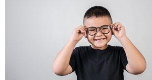 Imagem de um menino sorrindo